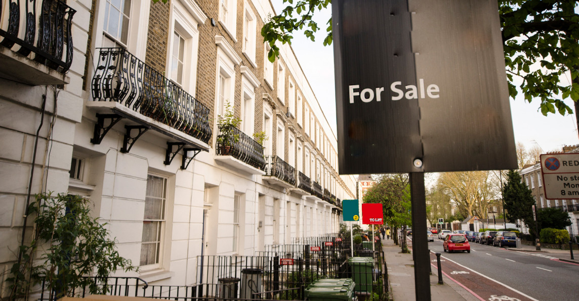 House in London with FOR SALE sign outside